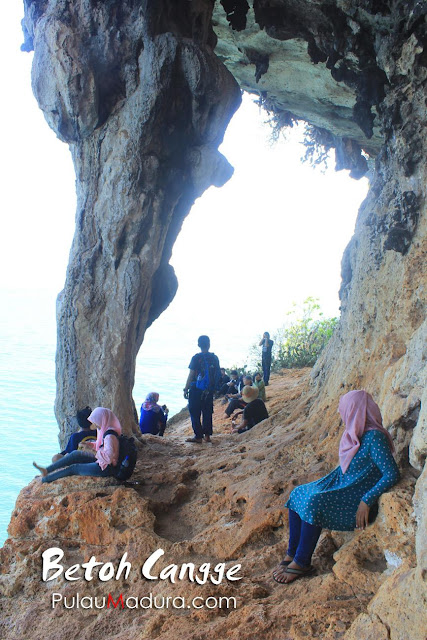 Tebing Betoh Cangge di Pulau Gili Iyang