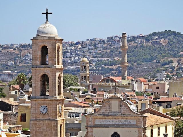 widok z góry na miasto Chania