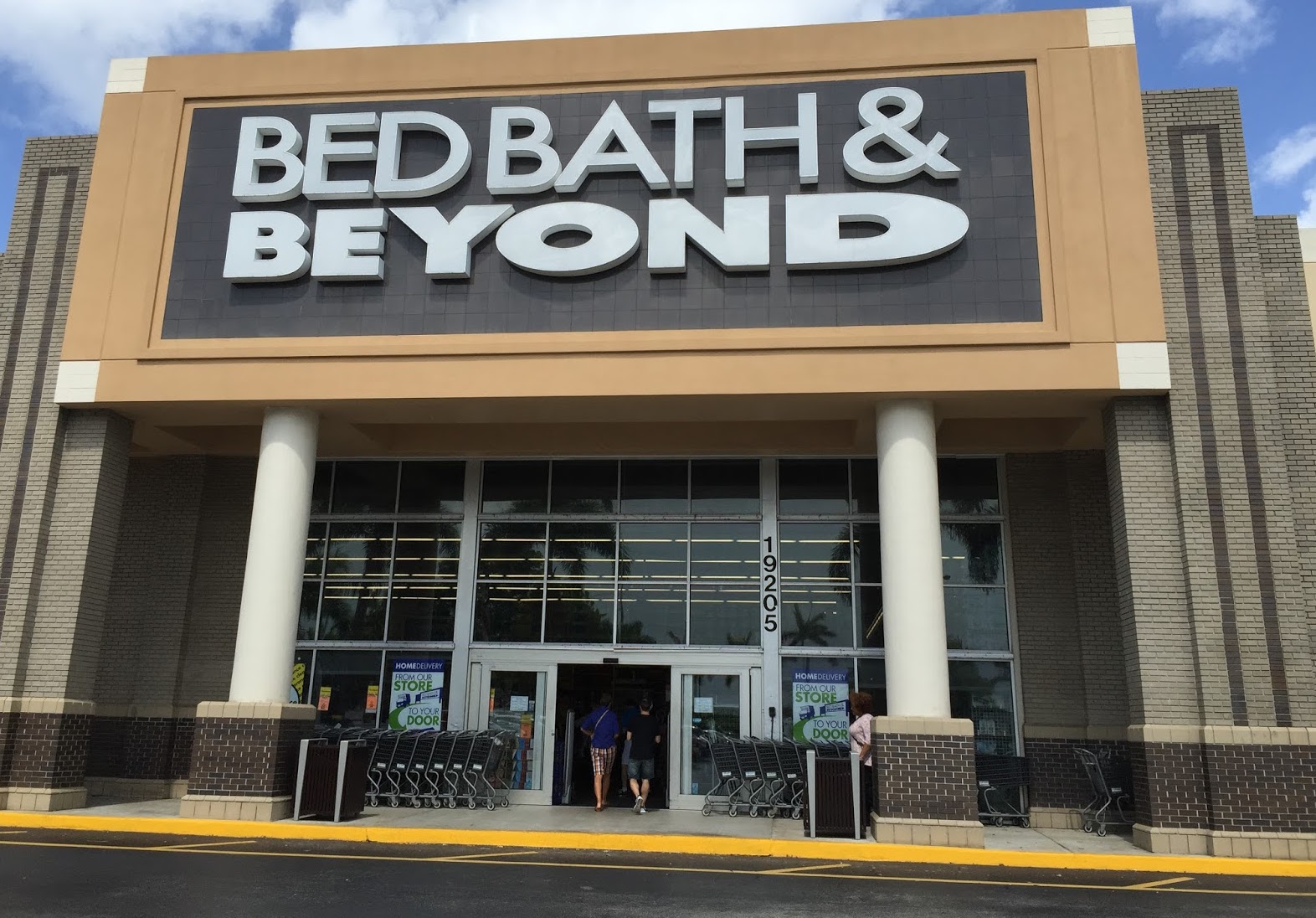 Apr 18,  · But Bed Bath & Beyond remained upbeat about its future in its recent earnings report. It even boosted its dividend payment to shareholders, saying .