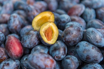 cara diet dengan buah plum