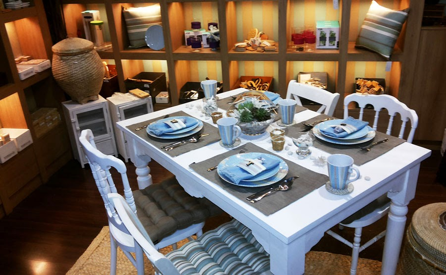 The Shymphony Of EKA Menata Meja Makan Dalam Istana