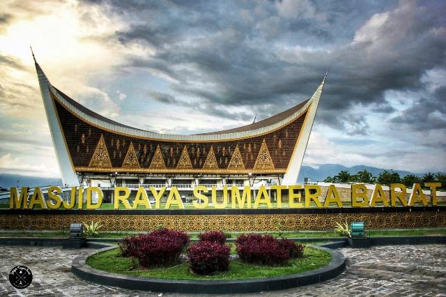 Masjid Raya Sumatra Barat, Contoh Arsitektur Neo Vernakular