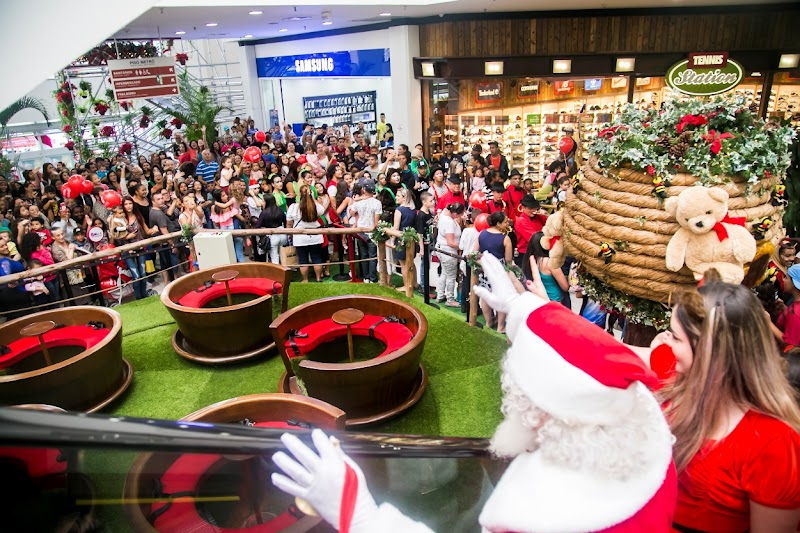 Shopping Metrô Itaquera promove chegada de Papai Noel com show inédito