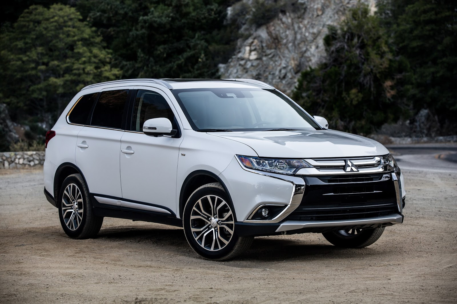 More MPG, Less Money: The 2018 Mitsubishi Outlander 2.4 SEL S-AWC