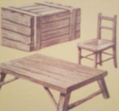 Madera de castaño. Baúl, silla y mesa de madera.