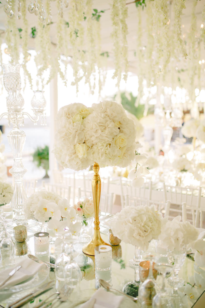 White and gold wedding theme :: Wedding Centerpieces