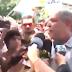 Urgente: totalmente descontrolado, Ciro agride jornalista em Roraima