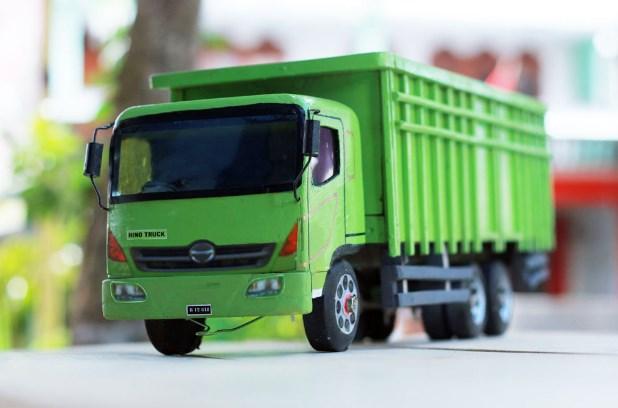 gambar truk hino lohan miniatur kayu