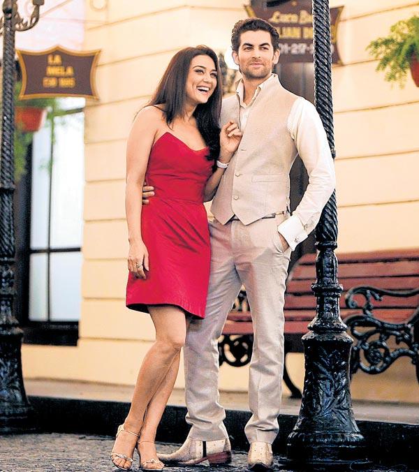Priti Zinta Hot Wallpaper-3382