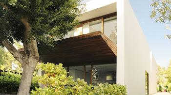 Casa futurista con arquitectura tradicional
