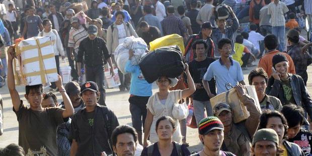 Pengertian Dan Penjelasan Singkat Imigrasi, Emigrasi, Remigrasi, Urbanisasi, Transmigrasi, Sirkuler, Ruralisasi, Evakuasi Dan Komuter