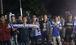 Bobotoh Semarang Sambut Kedatangan Pemain Persib di Stasiun