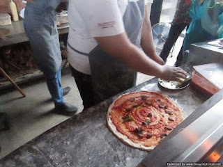 Pizza Spesial Rustico Kitchen n Bar