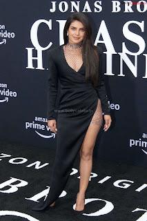 Priyanka Chopra in a Stunning Leg Cut Black Designer Gown ~ bollycelebs.in Exclusive Celebrity Pics 005