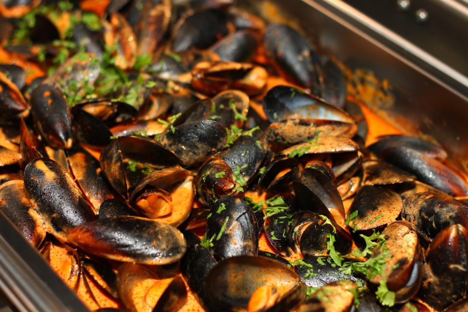 Lavo christmas new year dinner buffet menara lien hoe for Plenty of fish hoes