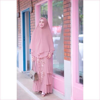 Outfit Baju Gamis Berhijab Ala Selebgram 2018 gamis abaya pink pastel hijab kerudung syar'i high heels flatshoes loafers and slip ons krem muda ciput rajut trendy terbaru 2018 ootd outfit selebgram gaya casual handbags coklat