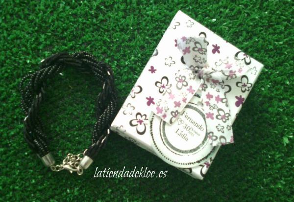 una elegante pulsera que puedes personalizar con etiquetas de boda