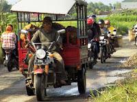 Warga Berharap Jalan Jakenan-Winong Dicor Agar Tidak Sering Rusak