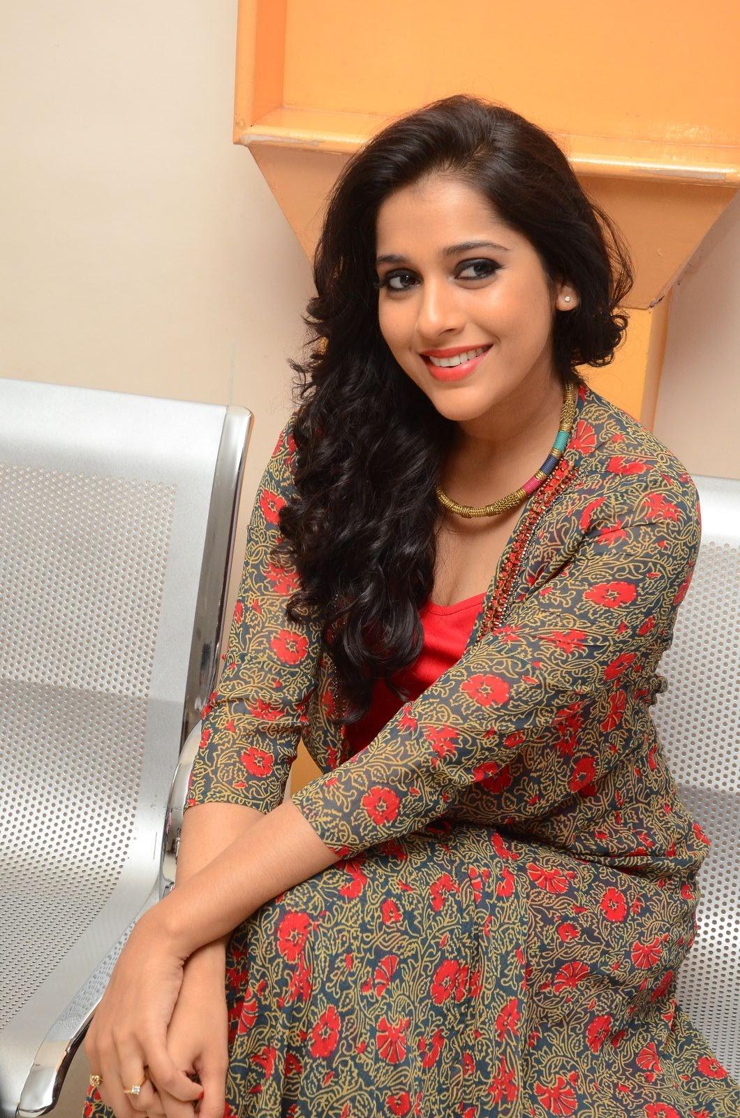 rashmi gautam new sizzling in red-HQ-Photo-5