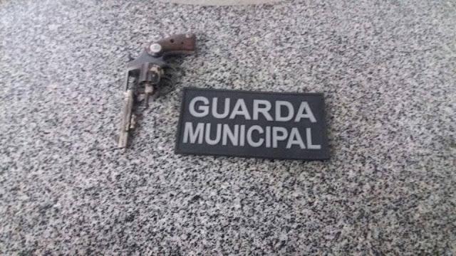 Menor é apreendido com arma de fogo em São Domingos