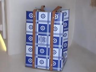 Η τσάντα από... τενεκέ που κάνει θραύση στη Μύκονο