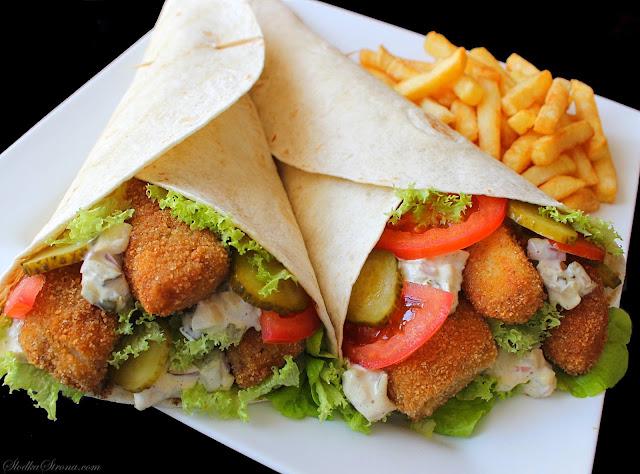 Tortilla z Chrupiącą Rybą i Sosem Tatarskim - Przepis - Słodka Strona