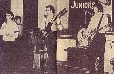 Οι Juniors με κιθαρίστα τον Eric Clapton (δεξιά στην φωτογραφία)