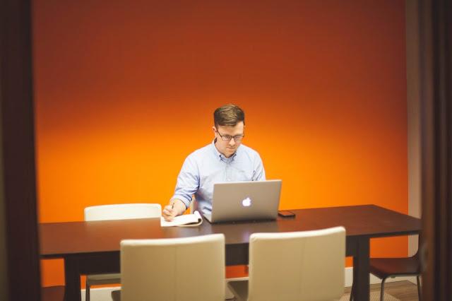 فن التدوين وتعزيز إنتاج العمل على الانترنت، الطرق الصحية المناسبة للعمل من المنزل