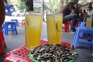 tra da - street drinking in Vietnam