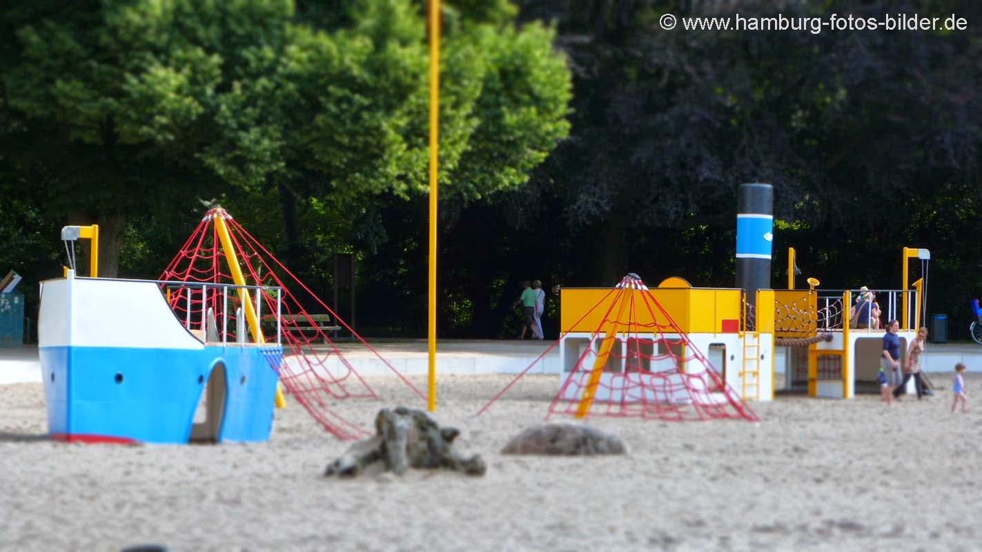 Spielplatz mit Strand in Hamburg