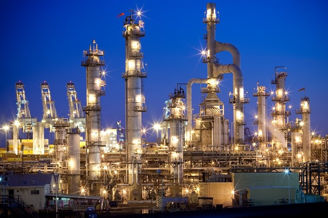 The most important questions of oil refining companies
