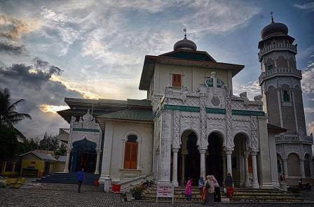 Wisata Tsunami Masjid Baiturrahim