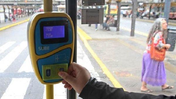 Macri prepara aumento en tarifa del transporte público