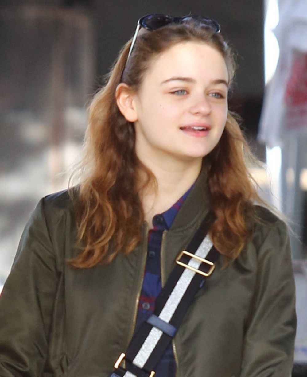 Photos of Joey King whiteout makeup Shopping at Farmer's Market in Studio City
