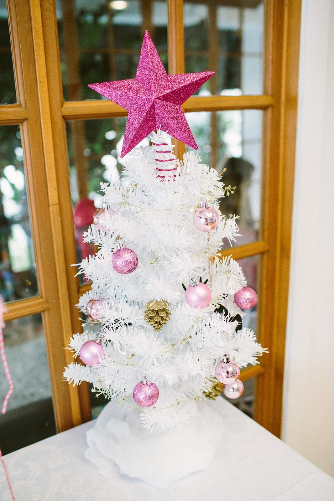 White Christmas Tree, Winter Onederland Party, Birthday Party Decorations