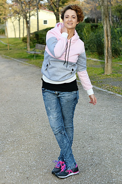 Outfit-sudadera-color-block-rosa-gris-6