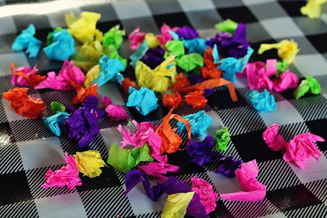 gekleurde propjes vloeipapier