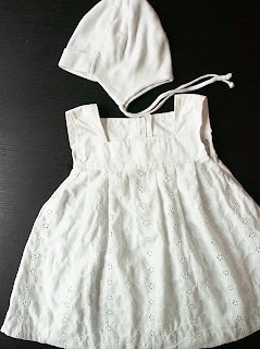 vauvan mekko ja myssy