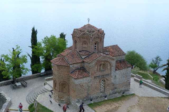 Macedonië, Ohrid, p rotspunt gebouwd kerkje