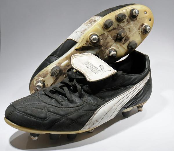 b55aba377eb Oude voetbalschoenen inleveren voor geld of goed doel