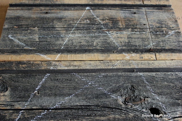 use chalk to draw a star on a barnwood board