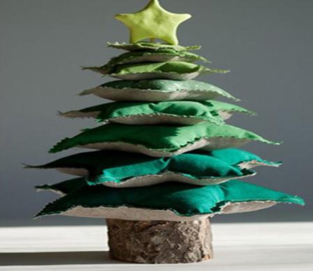 Árvore de Natal feita com almofadas