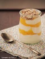 Hoy desayuno...Yogur con muesli y lemon curd