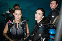 47 Meters Down Mandy Moore and Claire Holt Image 11 (14)