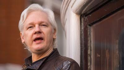 Julian Assange sacado de la Embajada de Ecuador en Londres