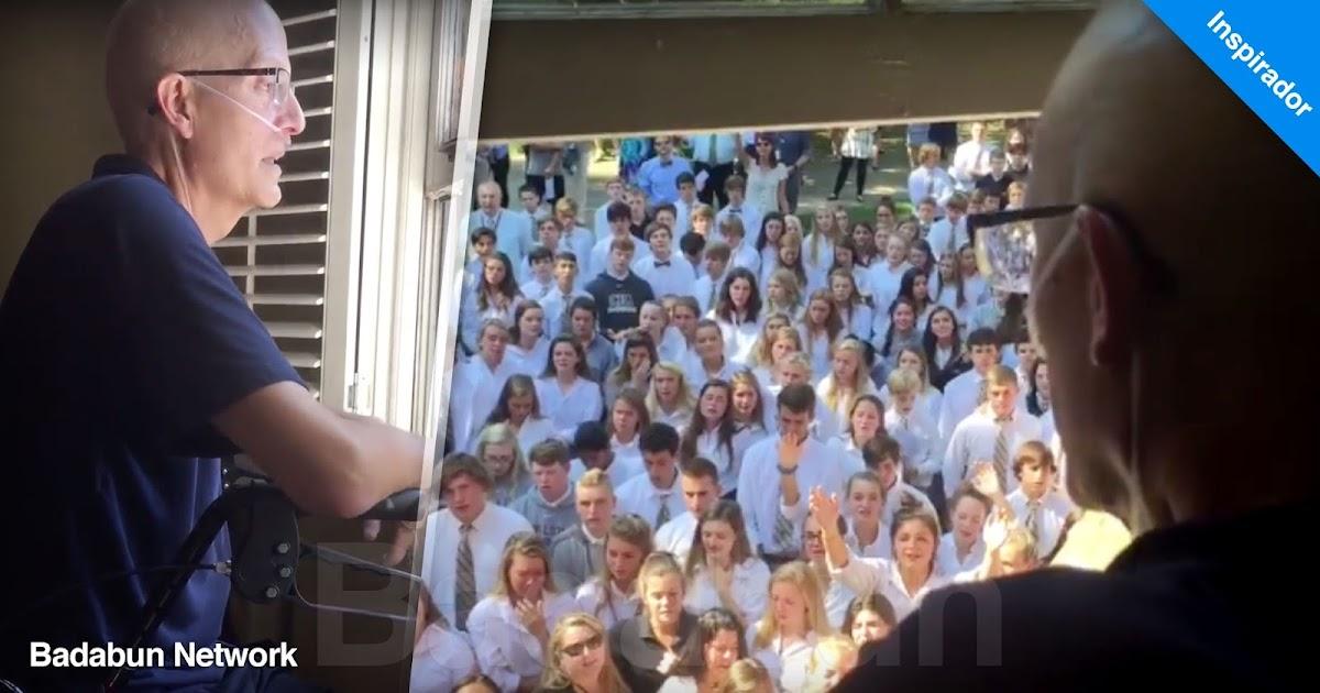 alumnos cantan profesor cáncer