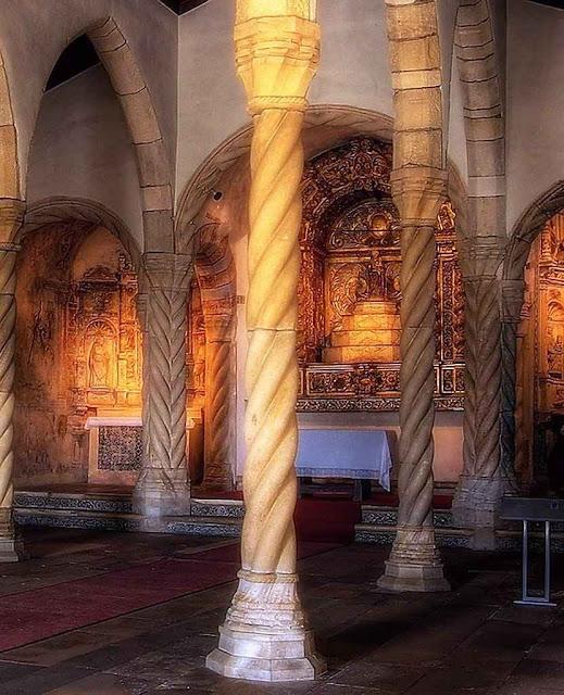 Montemor-o-Velho: igreja de Santa Maria da Alcáçova, na vila protegida pelo castelo.
