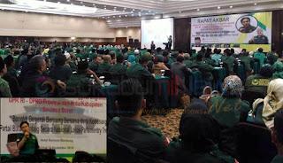 Yusril menjelaskan manuvernya menerima tawaran jadi pengacara Jokowi-Ma'ruf di hadapan para Caleg PBB se-Jawa Barat pada Rapat Akbar DPW PBB Jabar di Hotel Horison Bandung