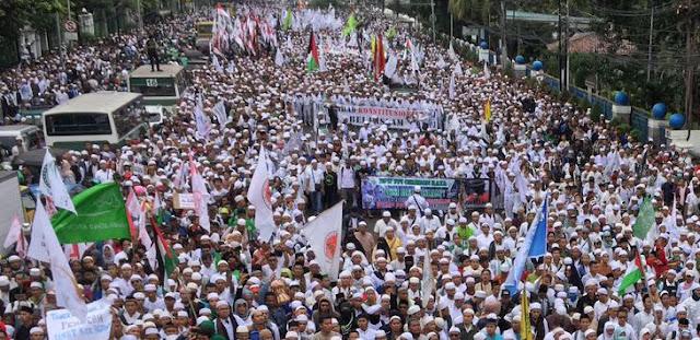 Hukum di Indonesia ini tergantung opini yang beredar