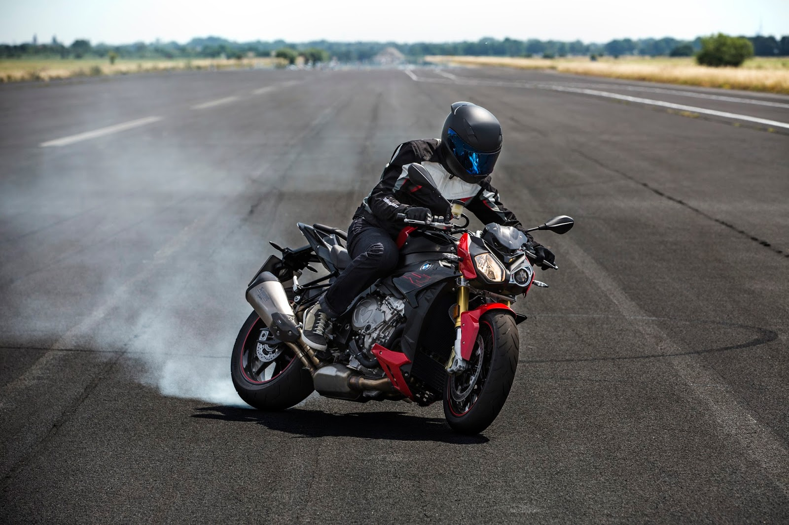 Bmw Motorrad Uk Evolution Continues For Bmw S 1000 R And S 1000 Rr